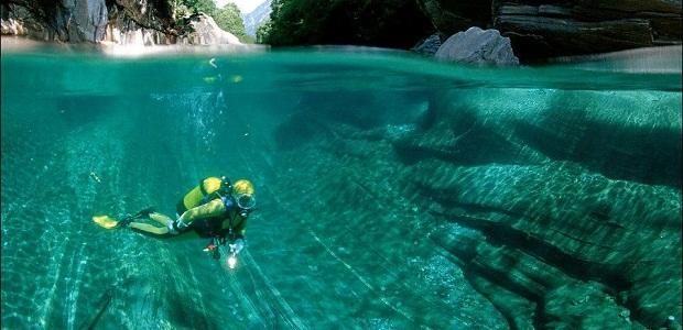 【ヴェルツァスカ川】あまりに透明すぎて川底まで見えるスイスの川