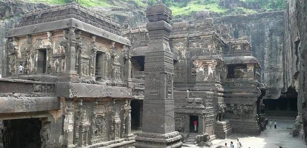 【エローラ石窟群】中に入るとボスが待っていそうなインドの洞窟寺院