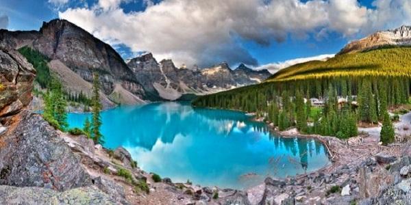 【モレーン湖】入浴剤入れた?ってくらい水色の絶景が広がるカナダの湖