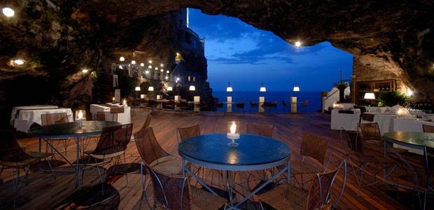 【洞窟レストラン】海沿いの洞窟にある高級レストラン「グロッタ・パラッツェーゼ」
