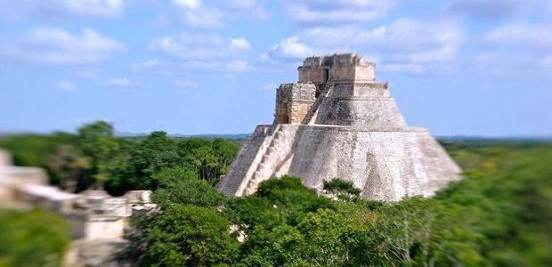 【ウシュマル】魔法使いのピラミッドと呼ばれるマヤ文明の遺跡